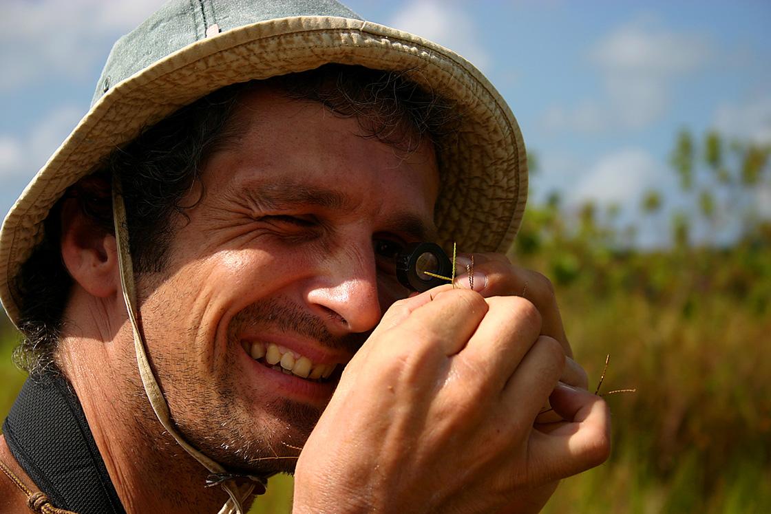 plante-de-savane-sous-la-loupe-du-botaniste-©-Stier-A
